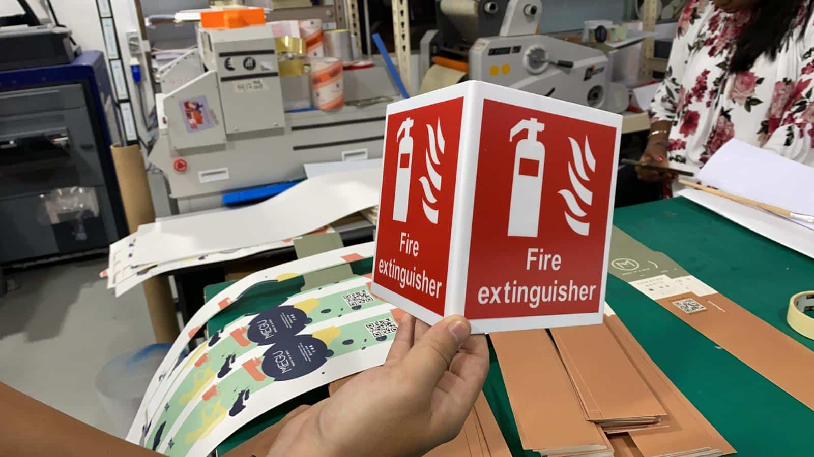 2 face triangle fire extinguisher signage